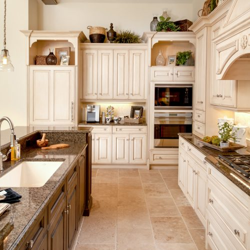 new custom kitchen designed by Cahill Homes, a Central Florida custom home builder in the Orlando area